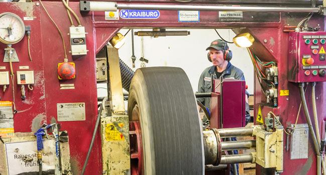 Runderneuerung Reifen Aufrauen